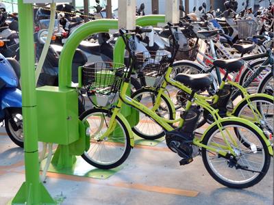 工科大駐輪場の充電スタンド